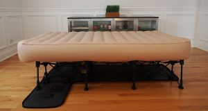 SimplySleeper SS-EZT Hideaway Twin Guest Air Folding Bed with Integrated Travel Case